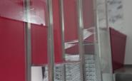 Vitrinen im Stahlbau Stiegenhaus