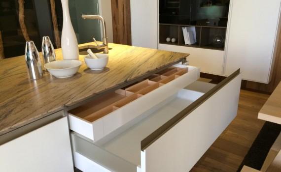 einbaukuche interesting eine einbaukche aus holz selber zu bauen ist nur was fr erfahrene. Black Bedroom Furniture Sets. Home Design Ideas