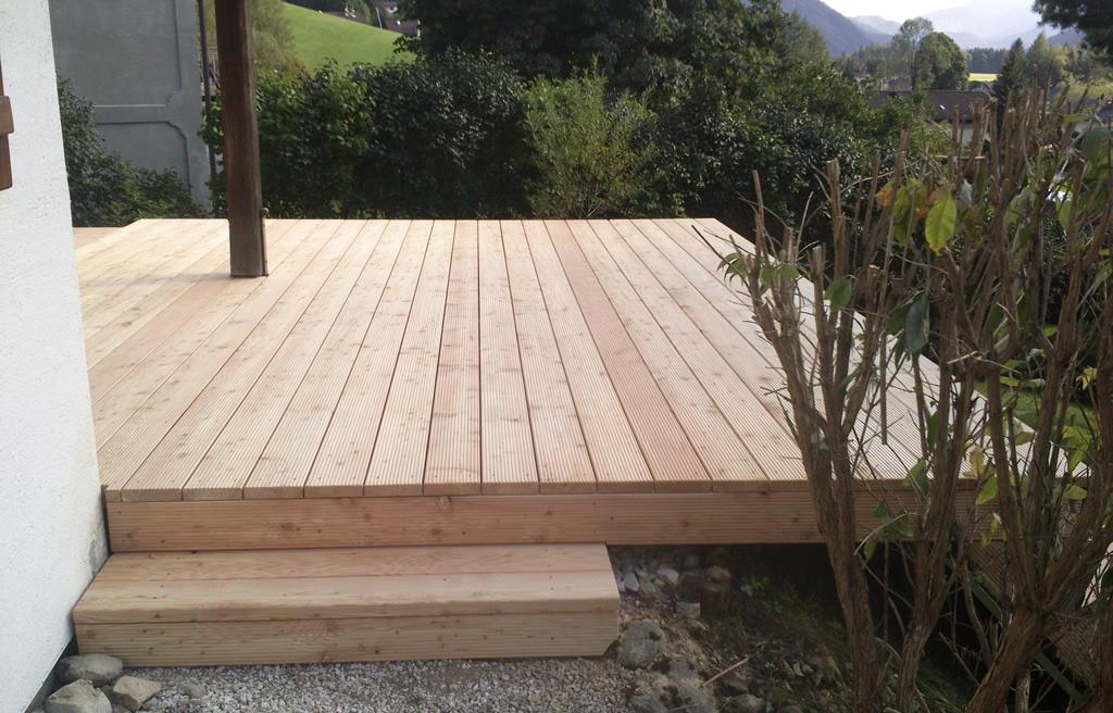 terrasse aus l rchenholz ihr internettischler. Black Bedroom Furniture Sets. Home Design Ideas